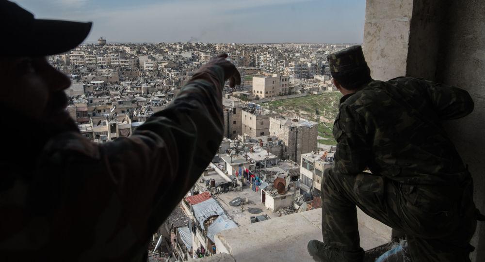 Des militaires syriens prennent position autour d'Alep