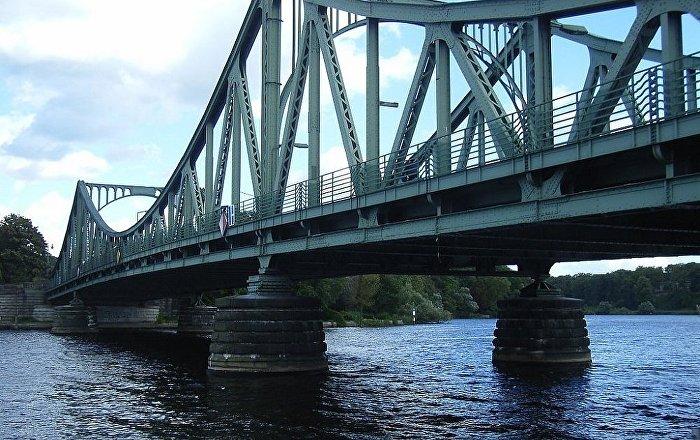Pont Des Espions Quand Une Vraie Histoire Se Cache Derriere