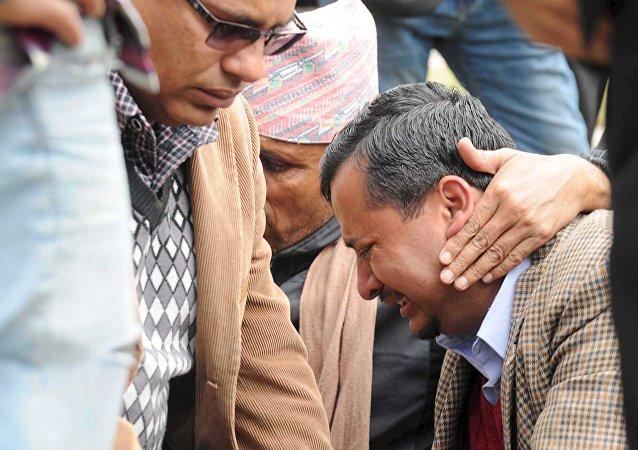 Les proches des victimes se sont rassemblées à l'aéroport de Pokhara après avoir appris la nouvelle