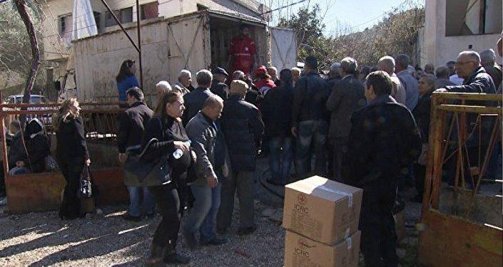 Farine, sucre, thé: Homs fait la queue pour ces choses simples qui la font se réjouir