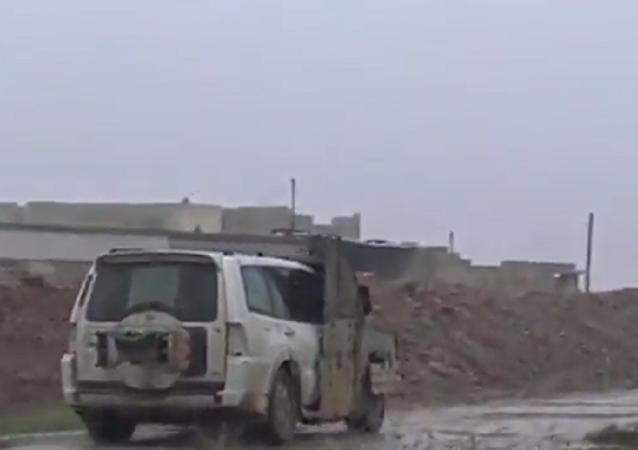 L'enfant djihadiste à bon de son véhicule piégé.
