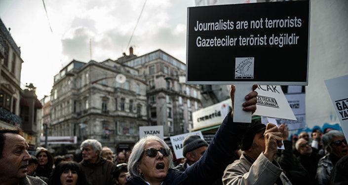 L'inculpation des journalistes turcs