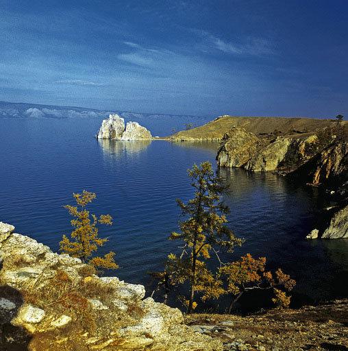 La géographie riche de la Russie, qui possède des zones très variées allant des monts du Caucase aux glaces éternelles dans le Nord, permet de pratiquer un large éventail de formes de tourisme. Le lac Baïkal, le plus profond de la planète, un site unique au monde, est l'un des lieux touristiques les plus populaires en Russie.