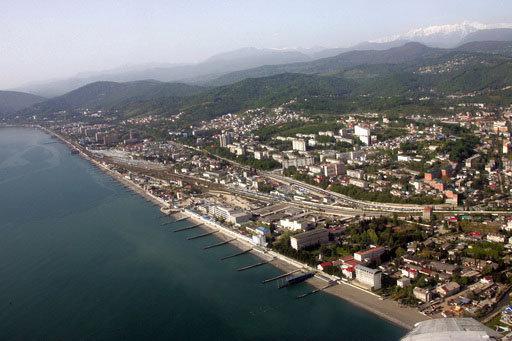 Le littoral russe de la mer Noire est situé dans la zone subtropicale. On y trouve des stations balnéaires telles que Sotchi, Adler, Touapsé, Guelendjik, Anapa et d'autres.