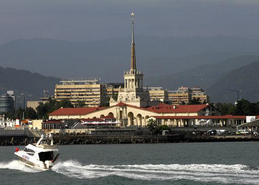 Le littoral de la mer Noire présente aux touristes des possibilités multiples. On peut notamment y faire du sport : alpinisme, natation, plongée sous-marine, planche à voile, parapente, ski nautique, parachute et beaucoup d'autres.