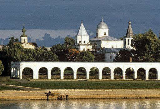 Veliki Novgorod est l'une des villes les plus anciennes de Russie, il a plus de 1100 ans. Au Moyen Age il représentait un important centre commercial.
