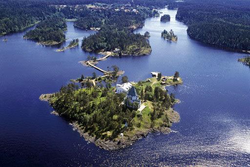 L'île Valaam se situe dans la partie nord-ouest du lac Ladoga (Carélie). Elle est surtout connue pour son monastère de Valaam mais aussi pour sa beauté naturelle.