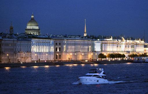 Saint-Pétersbourg, considérée comme la capitale culturelle de la Russie, est la deuxième grande ville russe. Elle accueille annuellement des millions de touristes.
