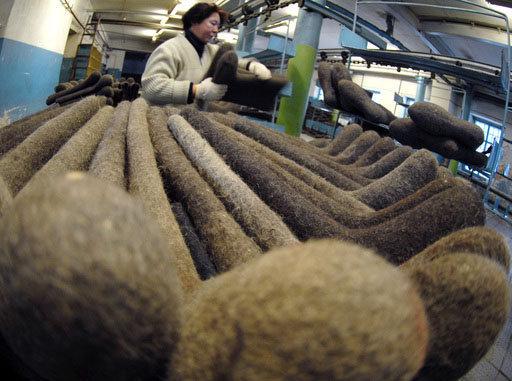 La Russie produit tous les ans près de 4,5 millions de paires de bottes de feutre.