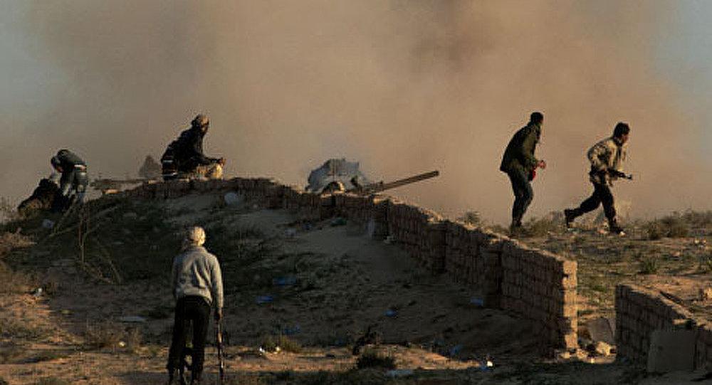 Les troupes libyennes de Mouammar Kadhafi occupent Ajdabia