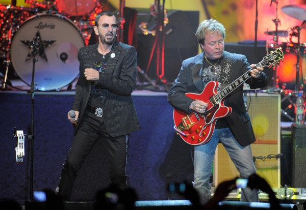 Les concerts du batteur, chanteur, guitariste et compositeur britannique à Moscou (le 6 juin) et à Saint-Pétersbourg (le 7 juin) se déroulent dans le cadre d'une tournée européenne qui a débuté samedi dernier à Kiev.