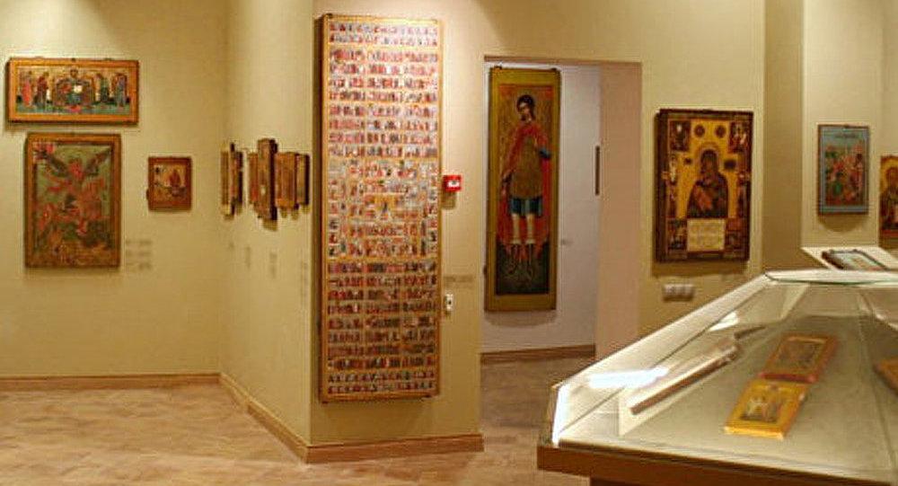 Icônes russes à Rome et crucifix italiens à Saint-Pétersbourg