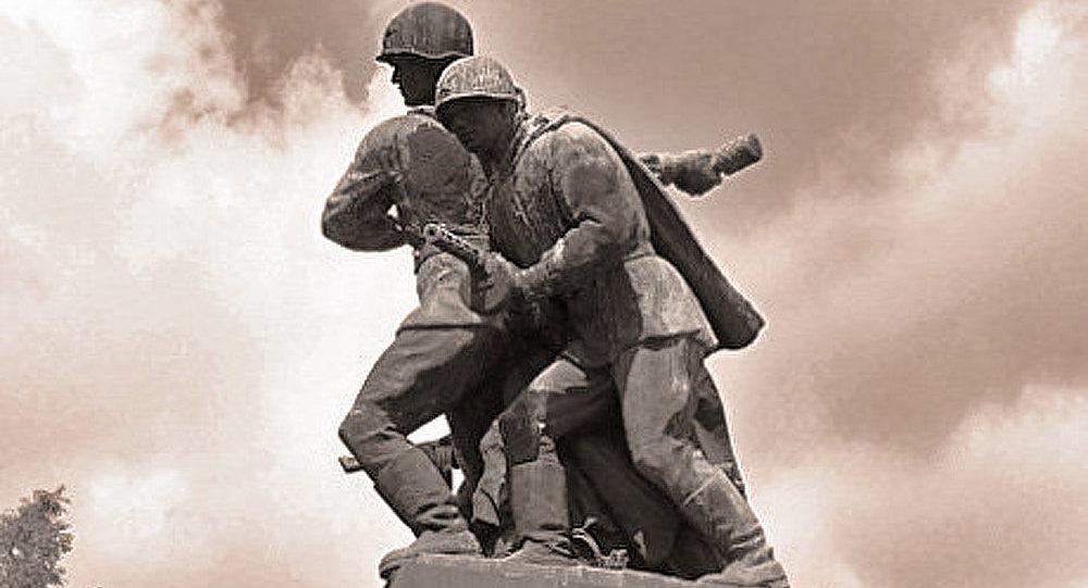 Un monument aux soldats soviétiques profané à Varsovie