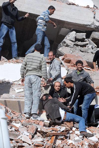 Un séisme de magnitude 7,2 sur l'échelle de Richter qui a frappé l'est de la Turquie, a fait des dégâts humains et matériels considérables.
