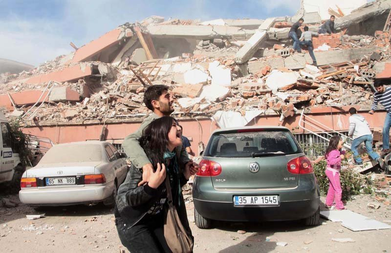 C'est la province de Van, près de la frontière avec l'Iran, qui a été la plus touchée. Des dizaines de bâtiments se sont écroulés et de nombreuses personnes se sont retrouvées sous les décombres.