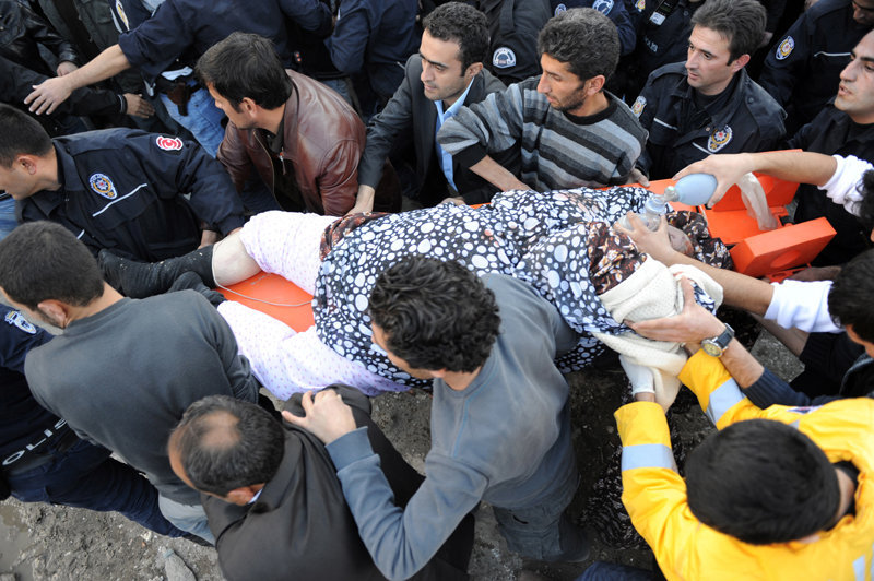 Selon les spécialistes turcs, l'énergie qui s'est dégagée suite au tremblement de terre dans la province de Van, est équivalente à celle dégagée lors d'une explosion de cinq ou six bombes atomiques