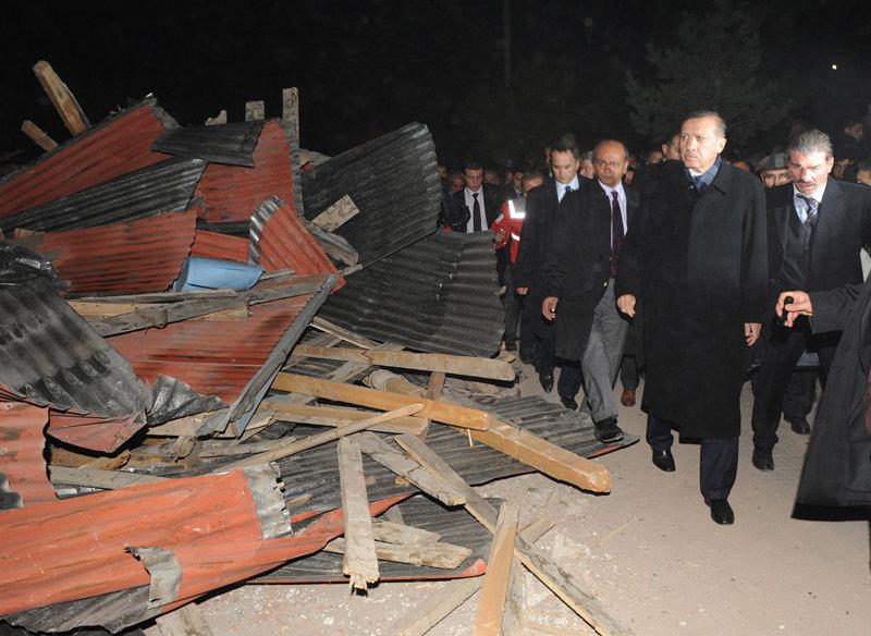 Le premier ministre turc Recep Tayyip Erdoğan s'est rendu sur place du séisme.