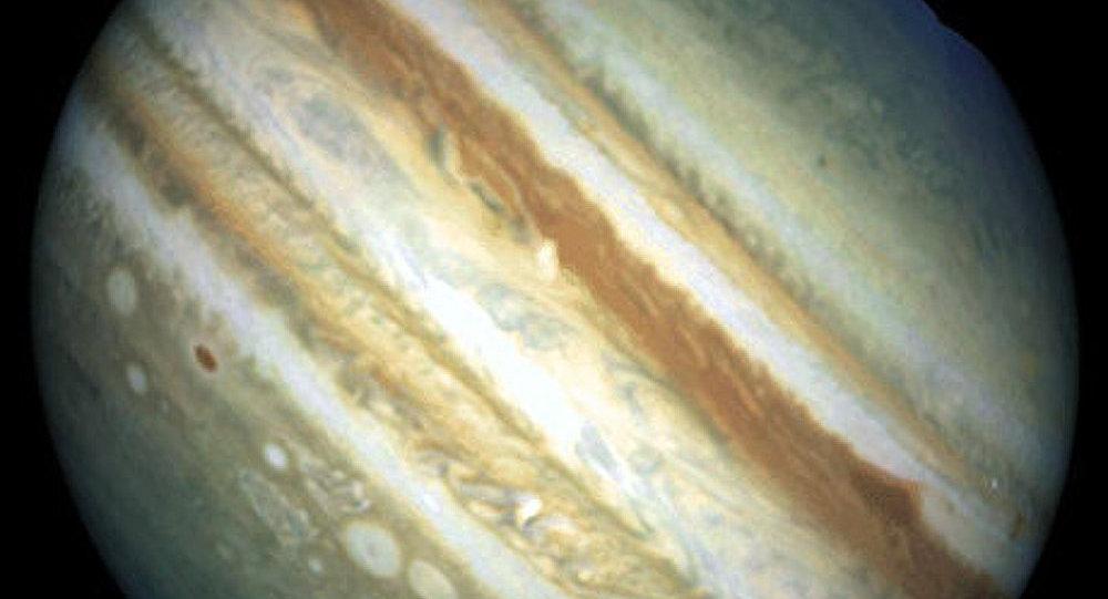 Un choix difficile entre la Lune et Jupiter