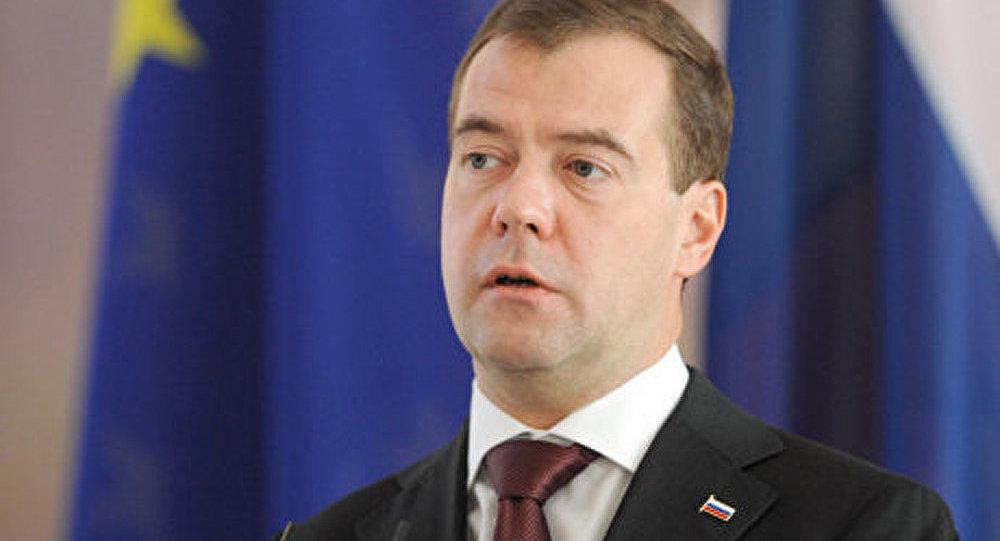 Crise: la défense sera soutenue par l'Etat (Medvedev)