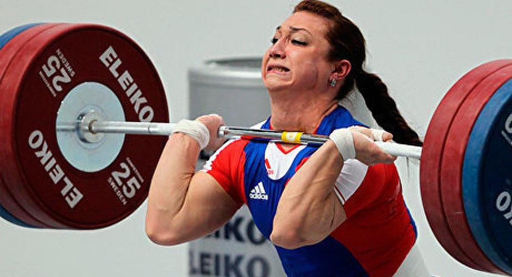 Haltérophilie: Evstyukhina remporte le titre mondial