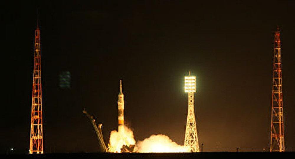 Le lancement de Soyouz-TMA-22 le 14 novembre