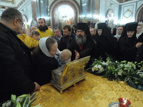 La ceinture de la Vierge est conservé dans le monastère Vatopedski sur le Mont Athos en Grèce. Selon la légende, elle possèderait des pouvoir de guérison. La relique est arrivée en Russie le 20 octobre. Moscou est la dernière des villes où elle est présentée.