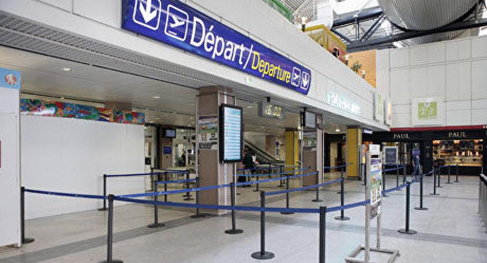 France: 10.000 employés des aéroports en grève