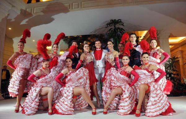 Le légendaire cabaret parisien Moulin Rouge est à Moscou du 16 au 18 décembre. Le programme spécial de nouvel-an reprend les meilleurs numéros de la troupe. C'est la première fois depuis la fondation du cabaret en 1889 que les danseuses se produisent hors de Paris.