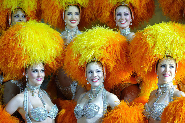 Les danseuses du Moulin Rouge changent sept fois de costume pendant la durée du spectacle.