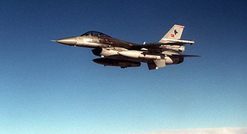La Turquie remet au Pakistan le premier F-16 modernisé
