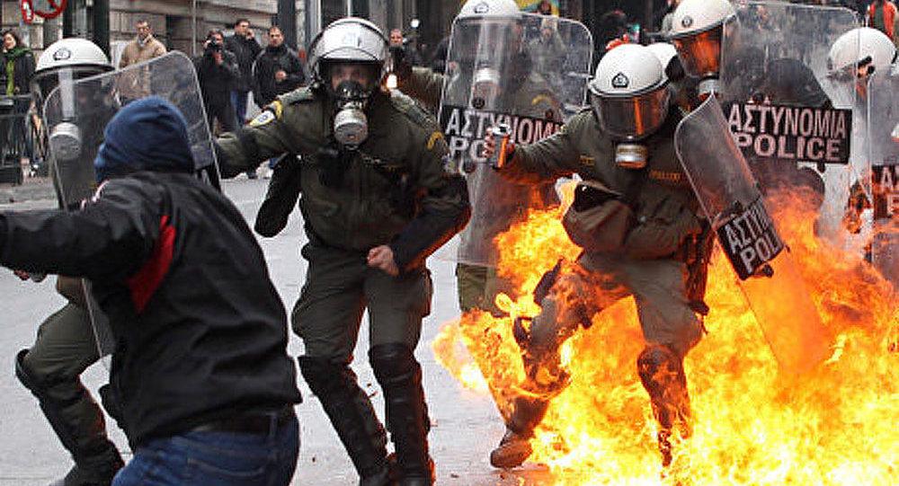 Les autorités d'Athènes remettent la ville en ordre