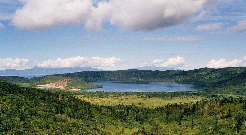 La réserve est ouverte aux touristes. Sur la photo: caldera du volcan Golovine