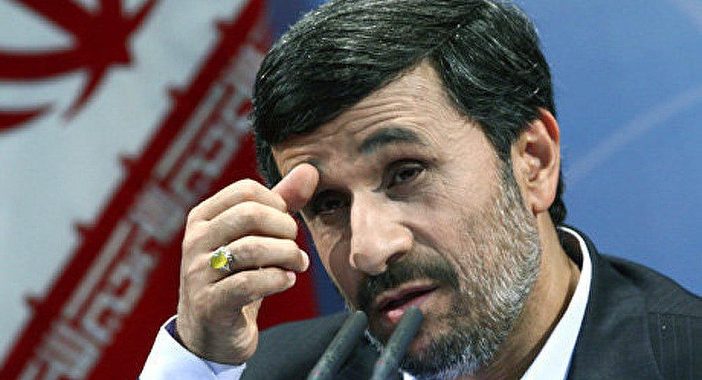Ahmadinejad répond à la critique des parlementaires