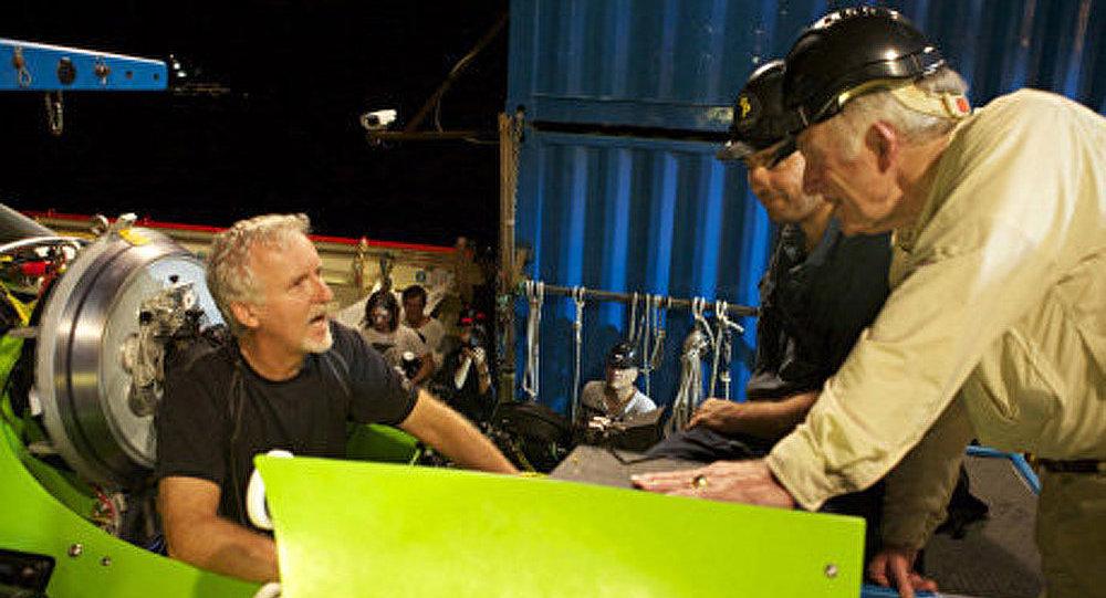 James Cameron atteint le fond de la fosse des Mariannes