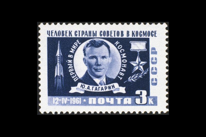 Sur la photo : un timbre avec Youri Gagarine (« Un soviétique dans l'espace »).