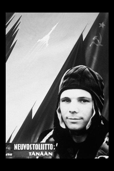 Sur la photo : une affiche finlandaise avec le premier homme dans l'espace.