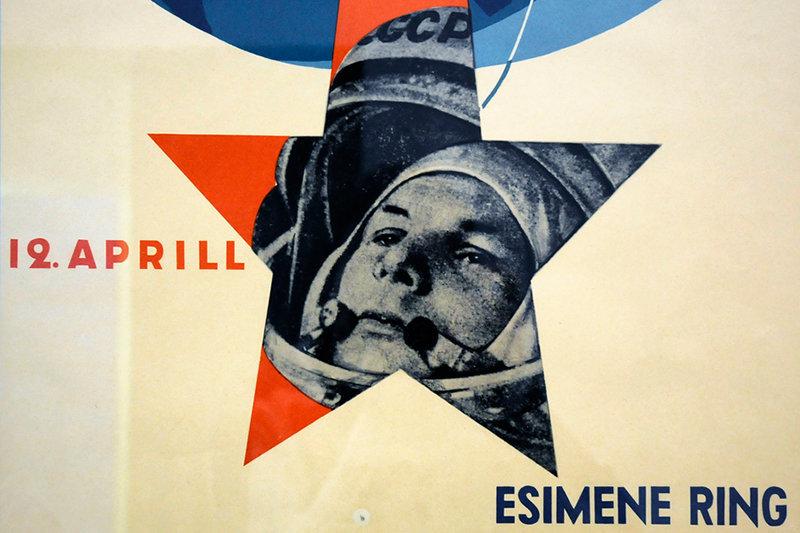 Une affiche avec le premier homme dans l'espace, Youri Gagarine dans un musée estonien.