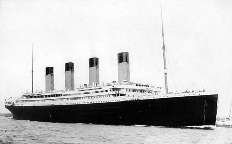 Le 14 avril est le 100ème anniversaire du plus fameux naufrage de l'histoire. Dans la nuit du 14 au 15 avril 1912, le paquebot américain Titanic avec 2 224 personnes à bord a heurté un iceberg au large de Terre-Neuve dans l'Atlantique Nord. La catastrophe a entraîné la mort de 1 513 personnes en majorité des hommes et des passagers de troisième classe qui n'ont pu embarquer sur les canots de sauvetage. Néanmoins, ce naufrage est loin d'être le seul dans l'histoire à avoir fait un grand nombre de victimes. Nous vous proposons de vous en rappeler quelques-uns.