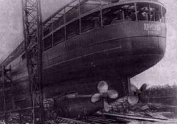 Le navire-hôpital de la flotte soviétique L'Armenia a coulé le 7 novembre 1941, touché par la torpille d'un navire allemand, en seulement 4 minutes. Les passagers étaient essentiellement des soldats blessés. Le nombre de victimes est estimé à 7 000. On ne compte que 8 survivants à la catastrophe.