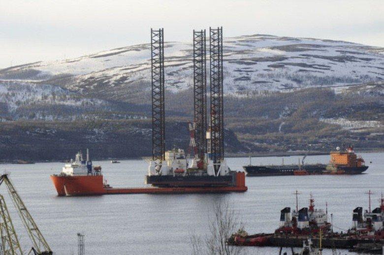 Une plate-forme de forage pétrolier a fait naufrage le 18 décembre 2011 lors d'une tempête au large de l'île de Sakhaline (Extrême-Orient russe). Au moins 13 personnes sont mortes et 40 sont portées disparues.