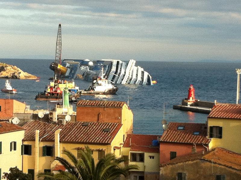 Dans la nuit du 13 au 14 janvier 2012, le paquebot de croisière italien Costa Concordia, avec plus de 4 200 personnes à bord, dont 111 Russes, a heurté un rocher près de l'île du Giglio (côte Ouest de l'Italie) avant de faire naufrage. Selon les informations officielles, la catastrophe a fait 32 morts, dont 25 ont été retrouvés et 7 sont encore portés disparus.