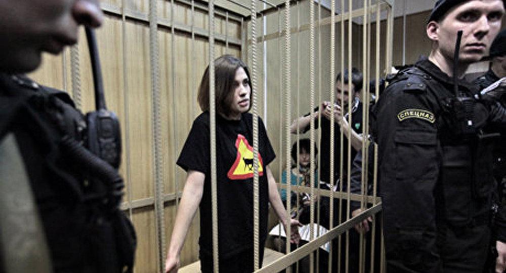 Affaire Pussy Riot : Des menaces et une hache !