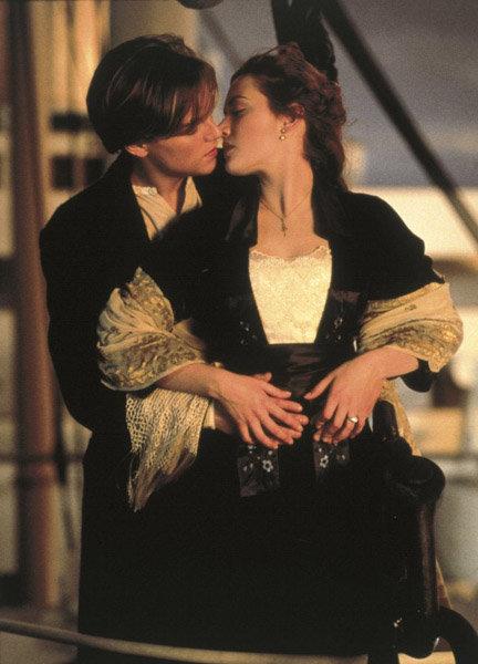 Le baiser de Leonardo DiCaprio et Kate Winslet est dans le fond d'or des baisers cinématographiques.