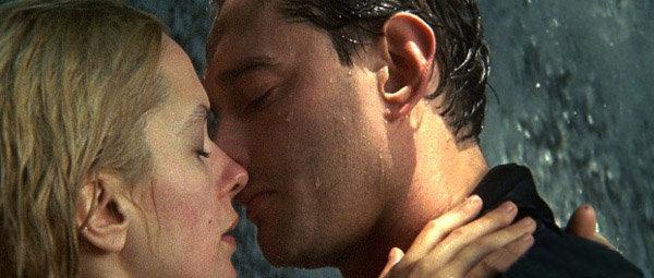 Le baiser d'Anton Gorodetski et de Svetlana (Day Watch) a reçu le prix de MTV du Meilleur baiser 2006.