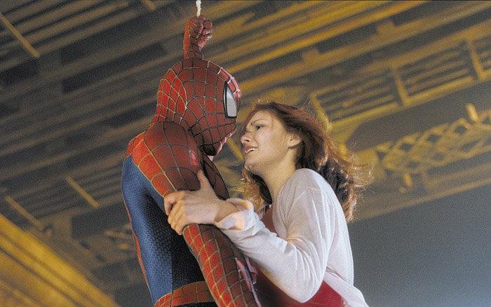 Une des baisers les moins ordinaires est celui de Kirsten Dunst et Tobias Maguire de Spider-man, 2003.