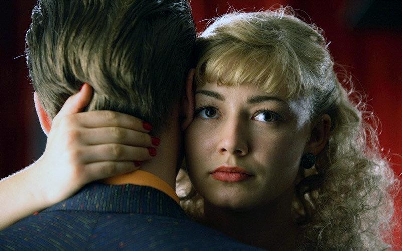 Oxana Akinchina et Anton Chaguine dans le film Stilyagi.
