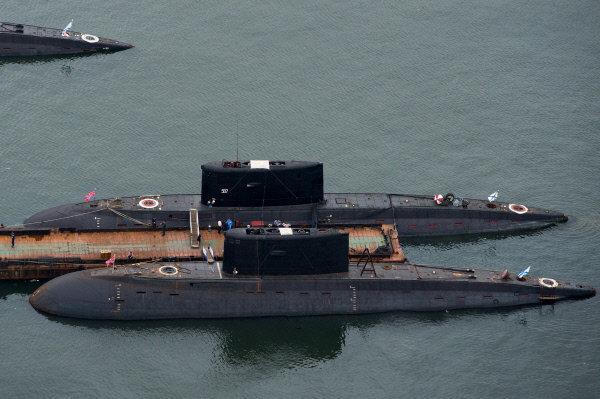 Vladivostok était au départ une base navale sur la côte russe de l'océan Pacifique. Sur la photo: les sous-marins amarrés dans le port de Vladivostok.