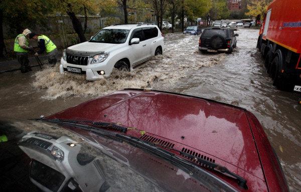 Dans la matinée du 17 octobre les averses ont transformé les routes de Vladivostok (Extrême-Orient russe) en rivière. A l'heure actuelle la situation dans le territoire de Primorié est redevenue normale.