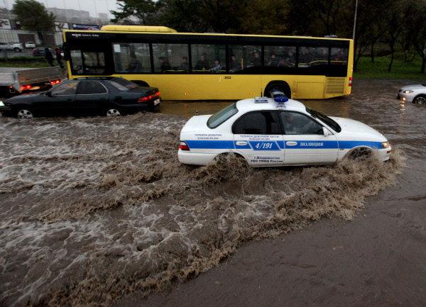 Les averses ont paralysé les routes de Vladivostok