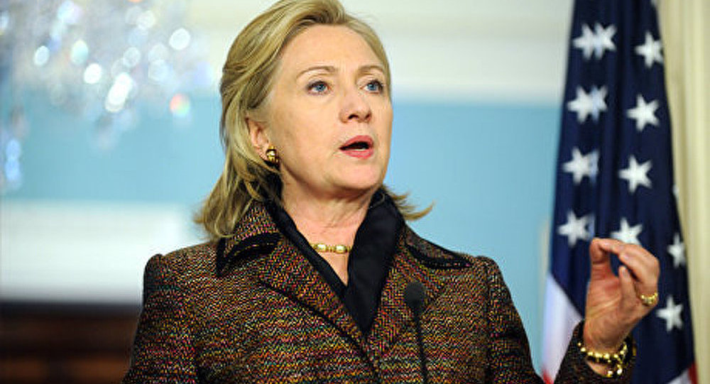Hillary Clinton met bas les masques